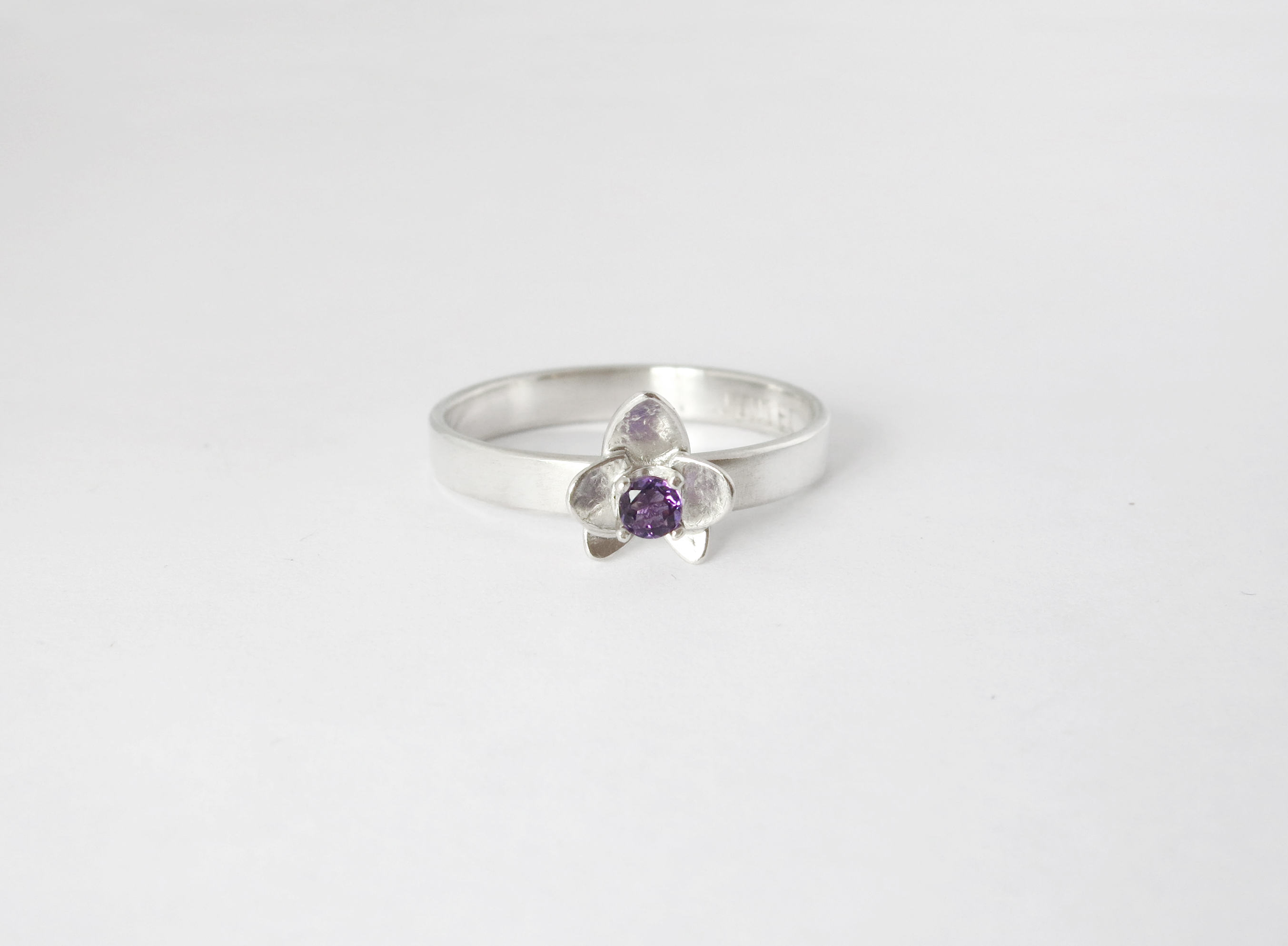 Orchid ring in sterling silver with amethyst - Engagement ring
